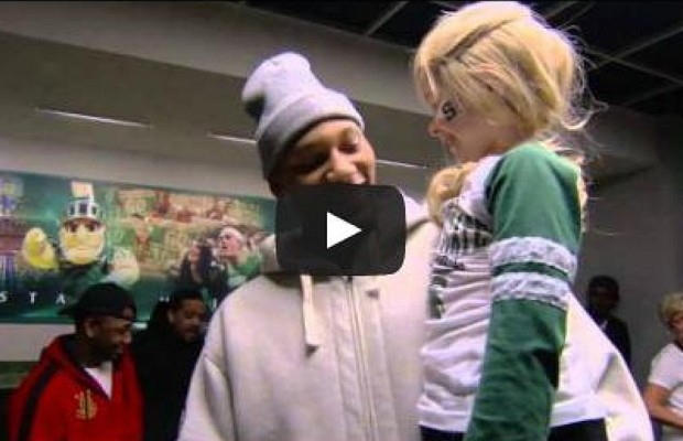 College Basketball Star Befriends Little Girl With Cancer